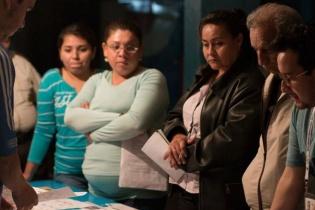 Conteo de votos en un centro de votación.