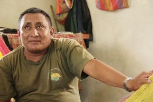 Andrés Ixim, líder comunitario, explica la constitución de un Territorio Indígena Q'eqchí' en el sur de Petén.