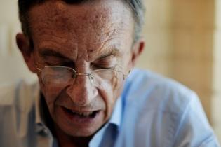 Gustavo Porras, el político, no se permite emitir en público críticas acervas sobre el Gobierno.
