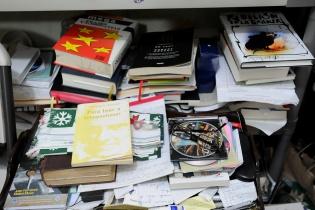 El gusto por la lectura de Alfonso Portillo se extiende a varias disciplinas.
