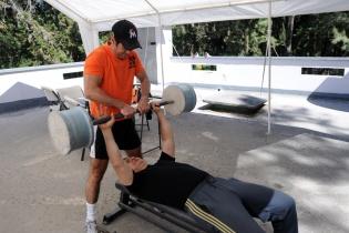 Francisco Valdés está siempre atento a ayudar a su amigo.