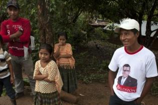 A pesar de la pocas vías de comunicación, la campaña partidista ha llegado fácilmente al caserío Monte Alegre.