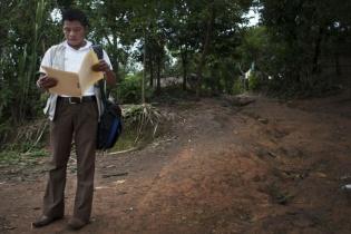 Ermelindo Maquinta lleva tres años recorriendo las aldeas de Purulhá, desempeñando sus funciones como enfermero auxiliar experto en nutrición.
