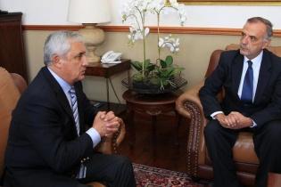 Otto Pérez Molina e Iván Velásquez reunidos en Casa Presidencial.