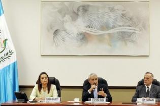 El presidente Otto Pérez Molina se reunió ayer con el cuerpo diplomático acreditado en el país. Lo acompañaron la vicepresidente Roxana Baldetti e Iván Velásquez, comisionado de la CICIG.