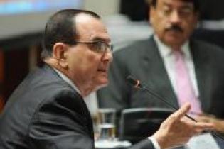 Rivera Clavería ante la Comisión de Postulación al momento de su entrevista. Se postula por segunda vez al cargo de Fiscal General del Ministerio Público.