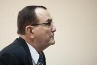 Rivera Clavería inició su carrera en el Ministerio Público en 1976, donde trabajó por tres años en puestos administrativos de investigación, enfocándose en investigaciones de delitos del orden público.