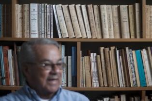 Rojas Lima tiene varios títulos relacionados a las cofradías. Él las define como el espacio para guardar la memoria de los pueblos.