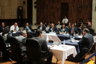 Rony López durante la entrevista ante los miembros de la Comisión de Postulación.