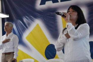 Adela Camacho de Torrebiarte y Liza Morales durante un mitin político del partido.