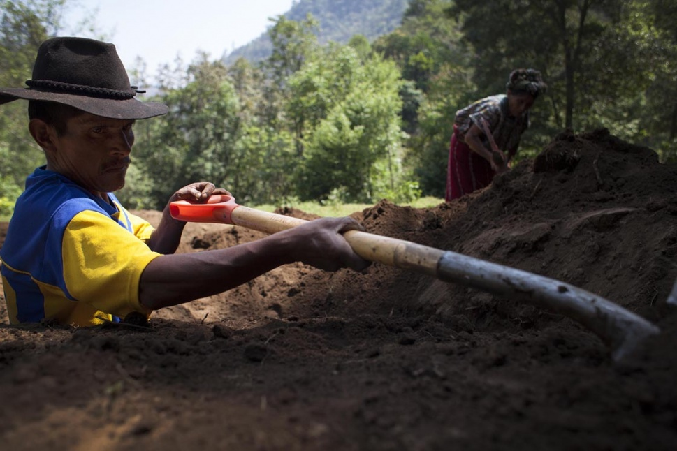 Las excavaciones siguen en búsqueda de otros fallecidos.
