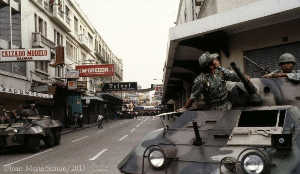 Tanque militar en la ciudad de Guatemala el 23 de marzo de 1982.