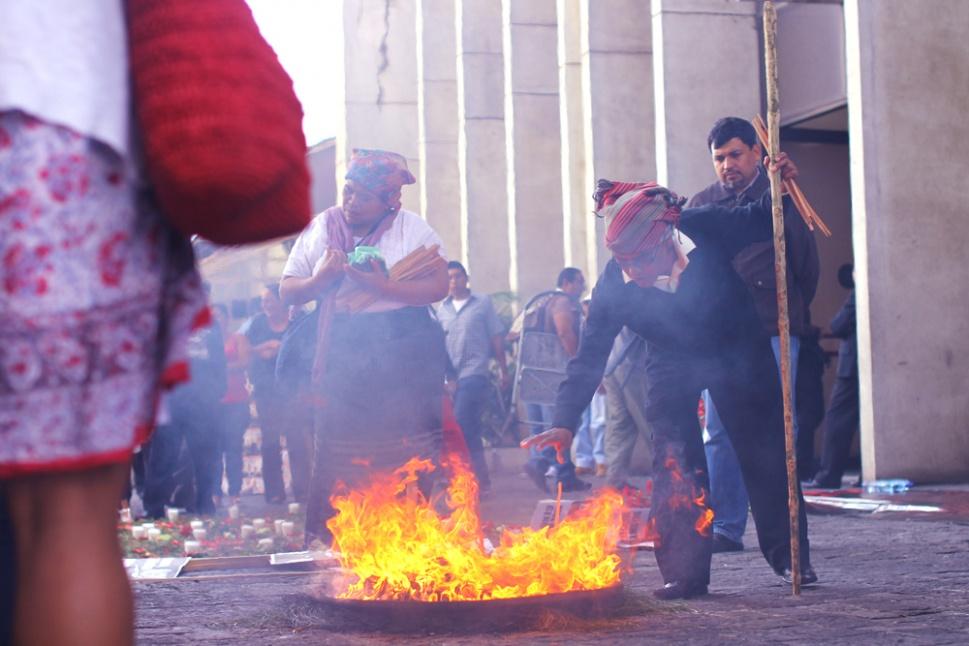 Tambien se efectuó una ceremonia maya pidiendo justicia, por las víctimas de las masacres ocurridas entre 1982 y 1983. Se acusa a Efraín Ríos Montt y José Mauricio Rodríguez Sánchez.
