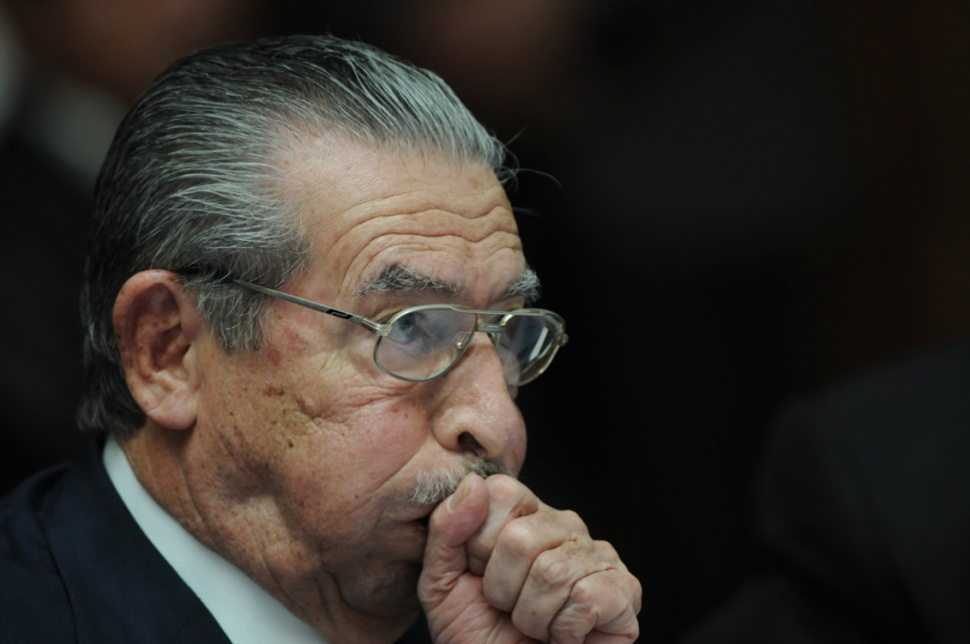 Ríos Montt quedó sin abogados defensores.