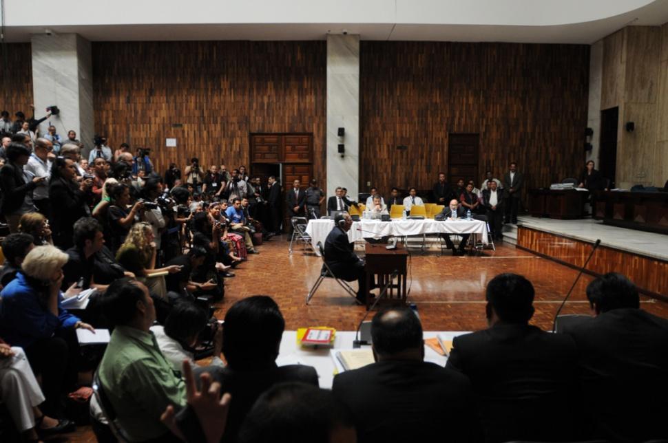 Cientos de personas asistieron al juicio.