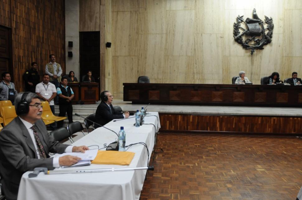 Los dos acusados acudieron al debate sin abogados defensores.