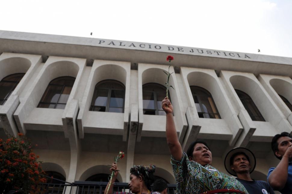 Una marcha salió de la Corte Suprema de Justicia hacía la Corte de Constitucionalidad.