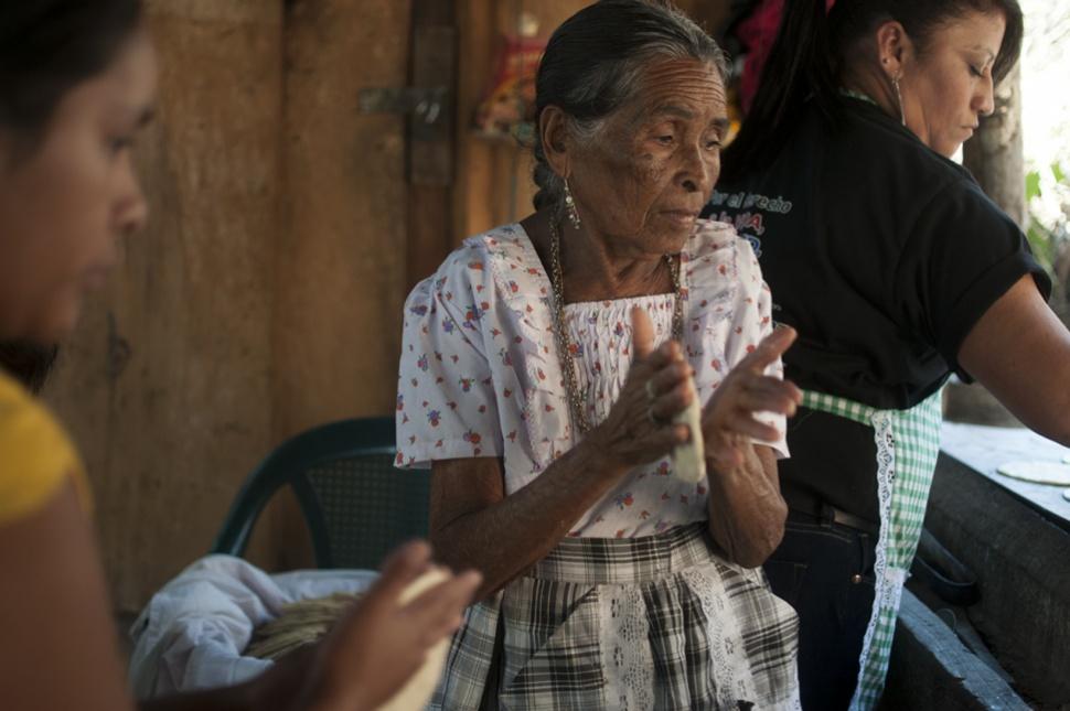 Las mujeres además de hacer tortillas y cocinar, se han enfrentado a la policía, mineros y antimotines.