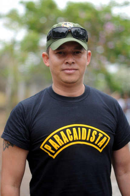 Nieto, hijo, sobrino de militar.