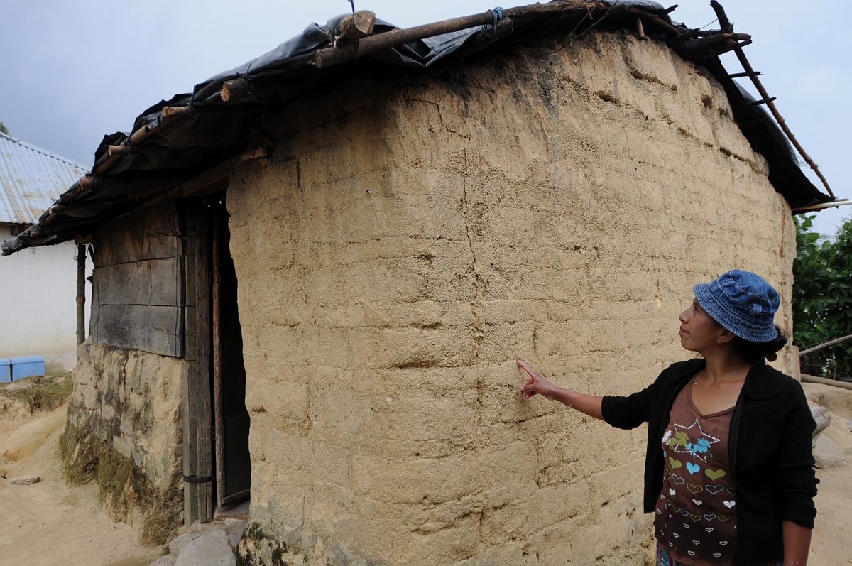 El adobe es el material con el que construyen muchas familias de Tajumulco.