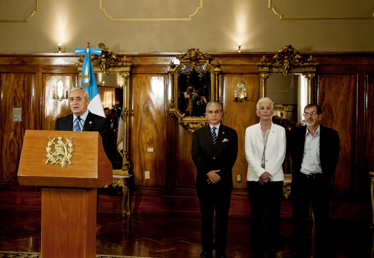 El presidente Otto Pérez Molina hizo públicos los nombres de las tres personas dentro de las cuales el Congreso de la República elegirá a la sucesora de Roxana Baldetti.