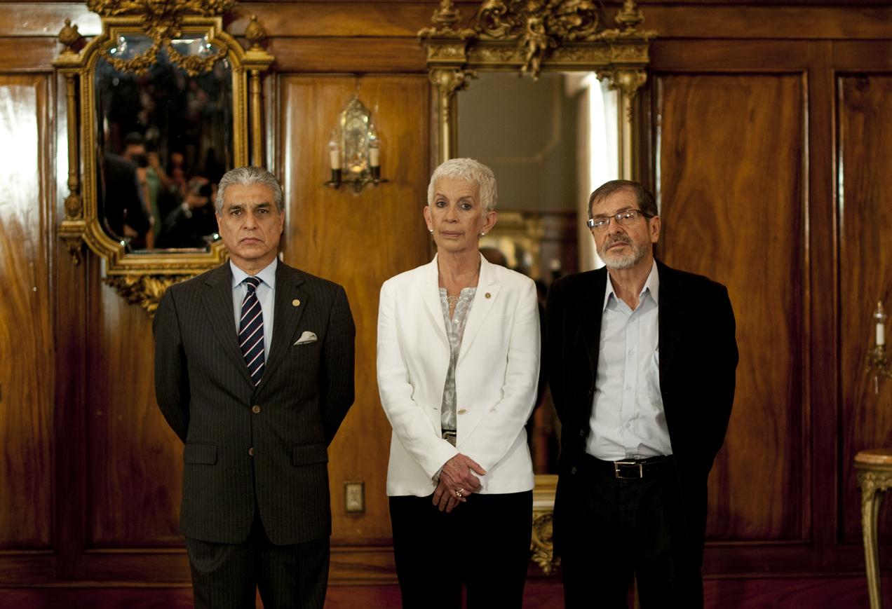 Carlos Contreras, Adela de Torrebiarte y Adrián Zapata, son, según Otto Pérez Molina, personas cercanas al trabajo y gestión de su gobierno, y dentro de las cuales se elegirá al próximo vicrepresidente.