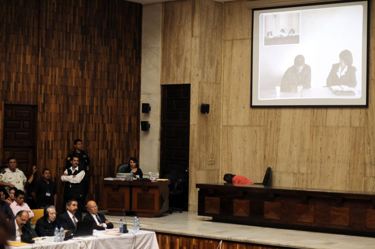Los acusados escuchan a Hugo Leonardo Reyes.