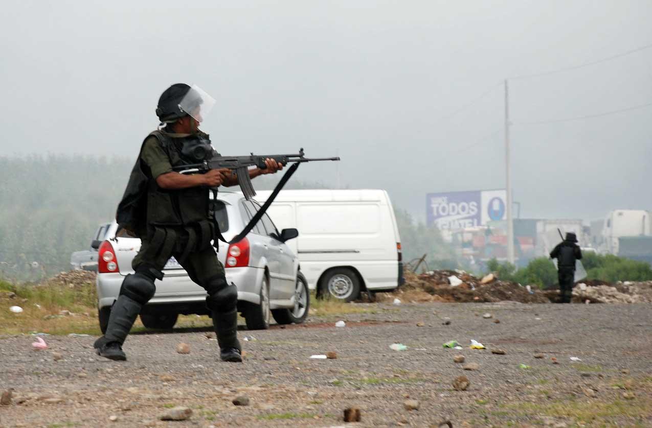 """Esta imagen hizo que Pérez Molina admitiera que """"los soldados dispararon al aire"""". Foto de EFE"""