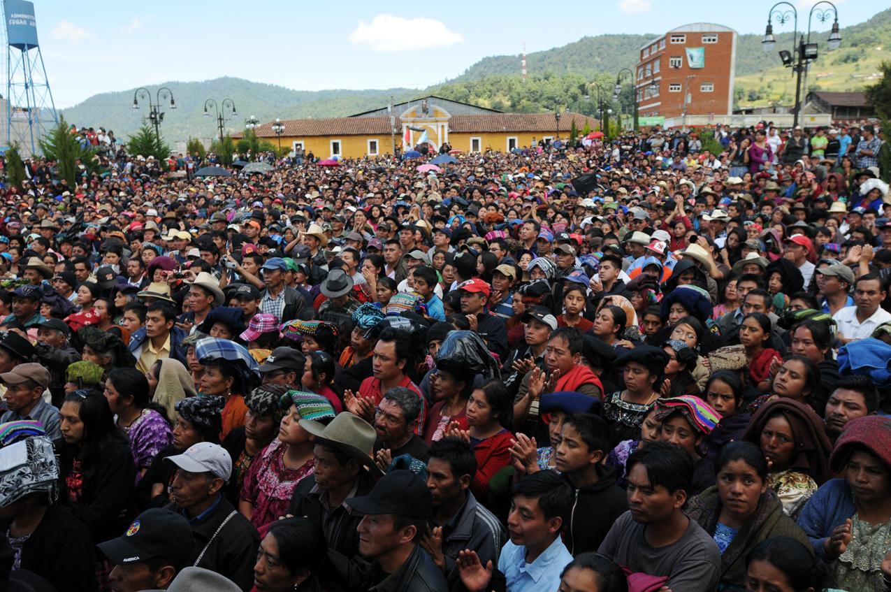 Miles de pobladores se concentraron en el Parque de San Miguel.