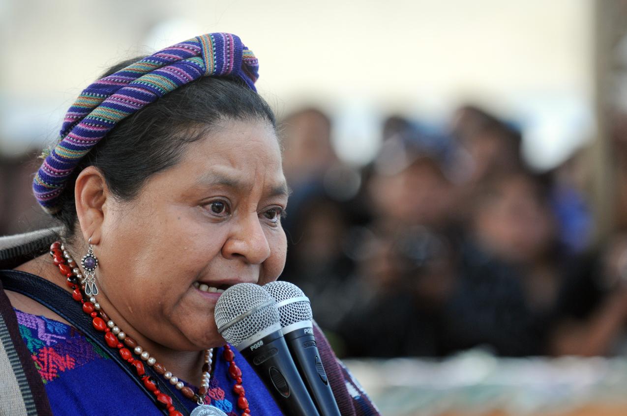 Rigoberta Menchú encontró balas de galil en el lugar de la protesta.