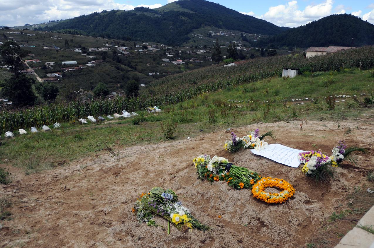 Las tumbas de Jesús Caxaj, Francisco Ordoñez y José Puac, en la aldea Chipuac.