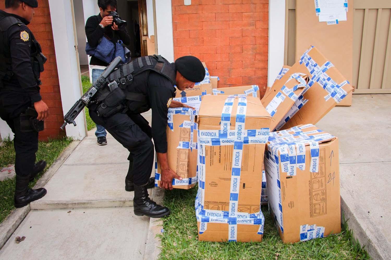 Allanamiento en Mixco [Departamento de Tráfico Ilícito]