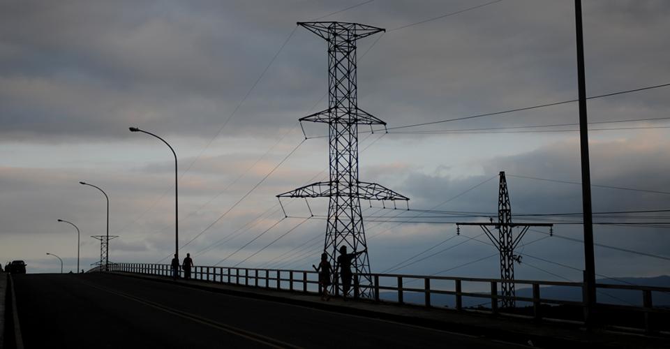 En Río Dulce hay un circuito abierto, el más grande de toda Centroamérica, el cual no ha podido completarse.