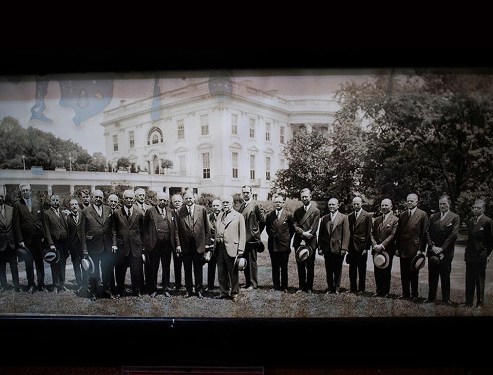 Empresarios junto al presidente Hoover, en el lado oeste de la Casa Blanca (1928-1932). [Museo del Ferrocarril]