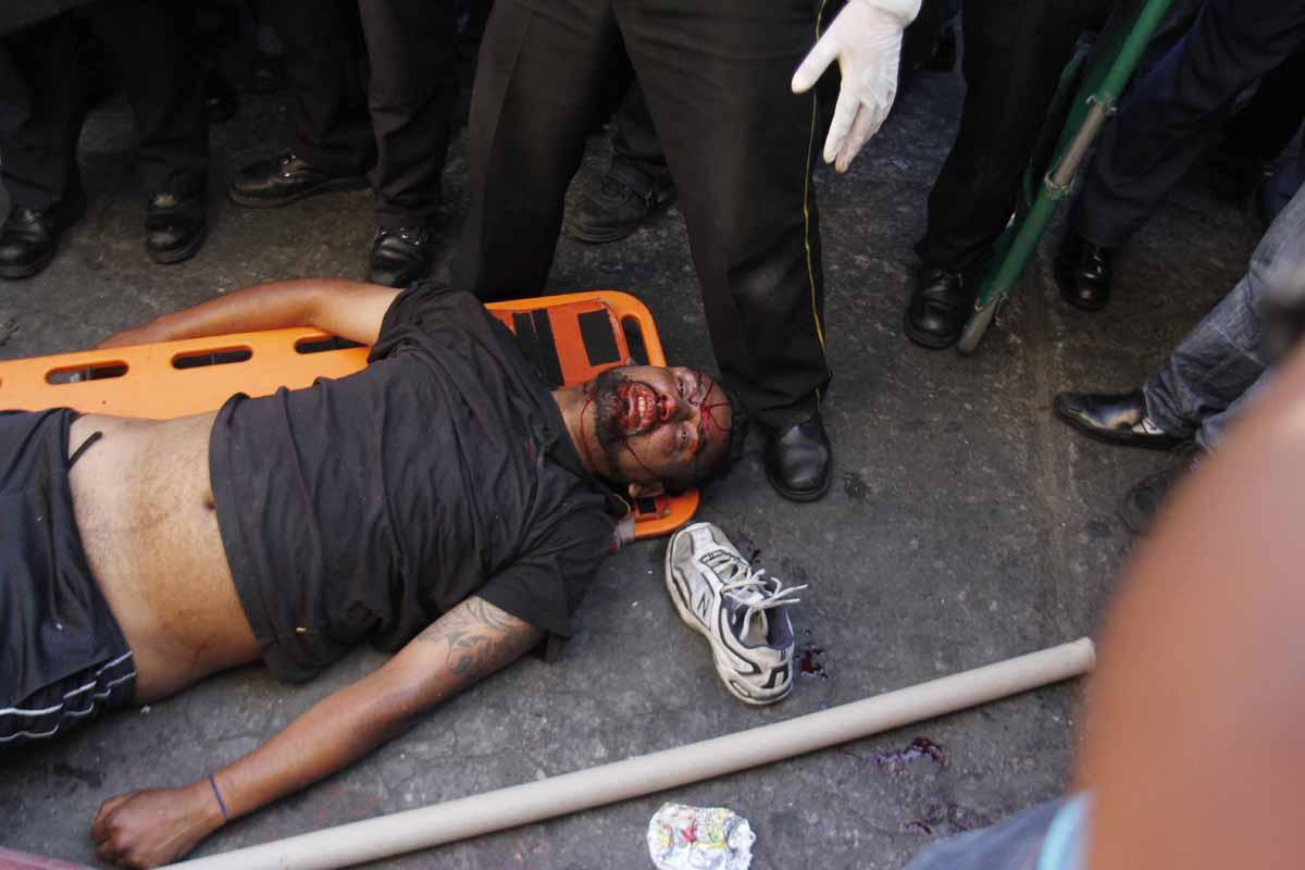 La turba golpeó al sospechoso y pretendía linchar a otros dos.