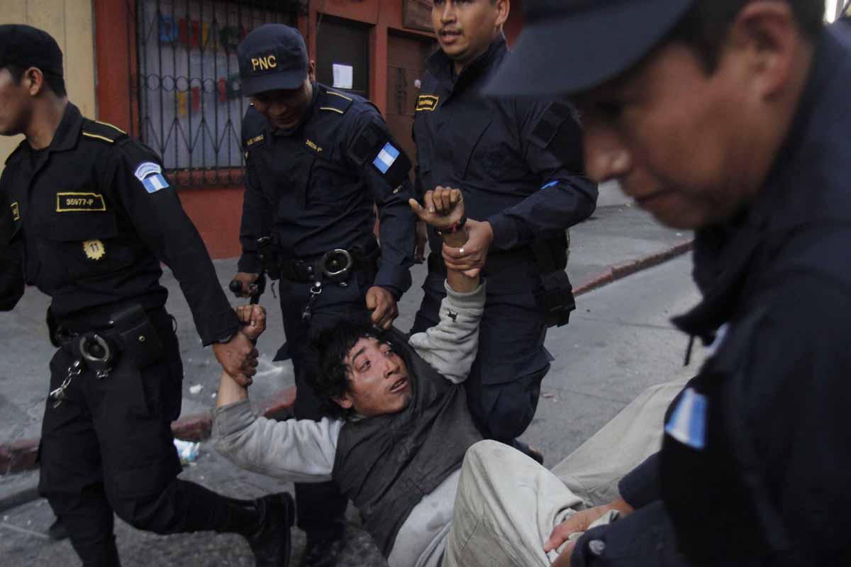 Varias personas fueron detenidas.