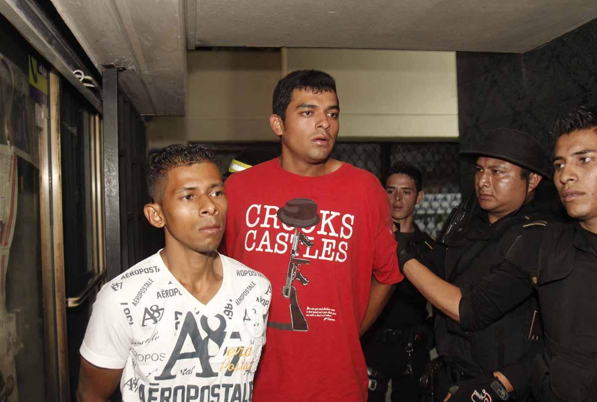 Los otros dos sospechosos fueron enviados a tribunales.