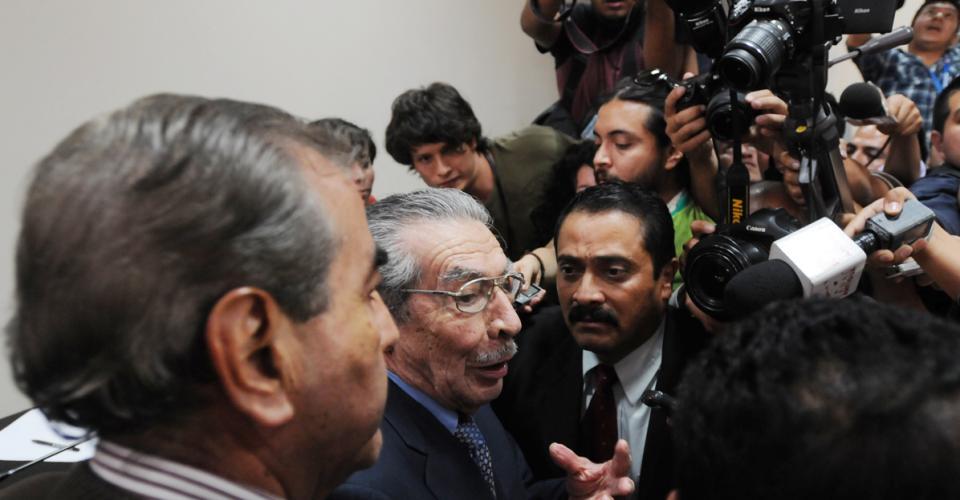 """José Efraín Ríos Montt prefirió no dar declaraciones a la prensa. Solamente alcanzó a decir que """"el juicio continúa""""."""