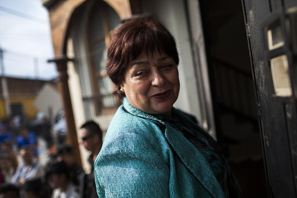 La jueza María Eugenia Castellanos entra al juzgado