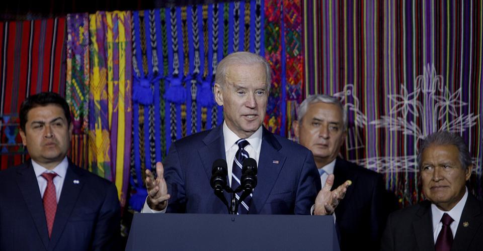 De izquierda a derecha, el presidente de Honduras, Juan Orlando Hernández; el vicepresidente de Estados Unidos, Joseph Biden; el presidente de Guatemala, Otto Pérez Molina, y el presidente de El Salvador, Sánchez Cerén, en conferencia de prensa.