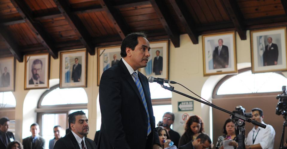 Alejandro Balsells, representante del Cedecom, pidió que deben aclarar la elección. Foto: Sandra Sebastián