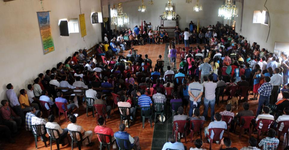 Pobladores de Santa María Xalapán se reunieron y reafirmaron su respaldo a la defensa del territorio y a sus representantes.